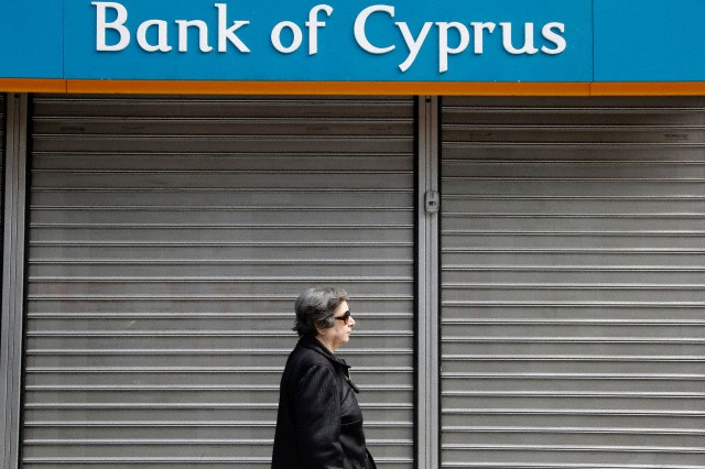 Cyprus banks remain shut in Greece