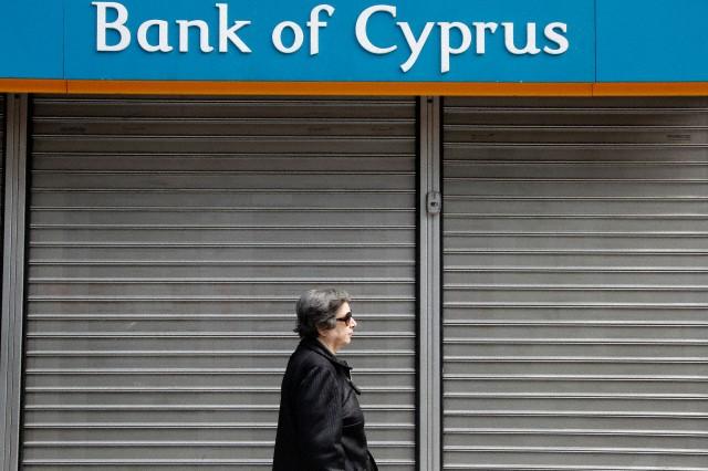 Cyprus banks remain shut in Greece